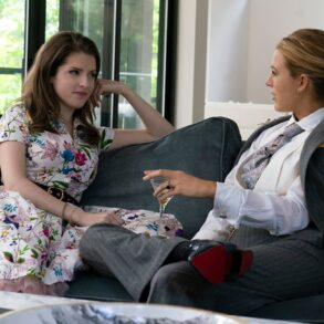 Anna Kendrick og Blake Lively i 'A Simple Favor'. Filmpuls.