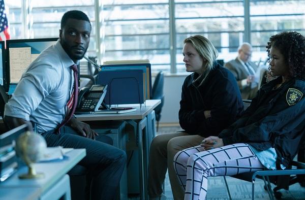 Elisabeth Moss og Aldis Hodge i 'The Invisible Man'. Læs anmeldelsen på Filmpuls.dk