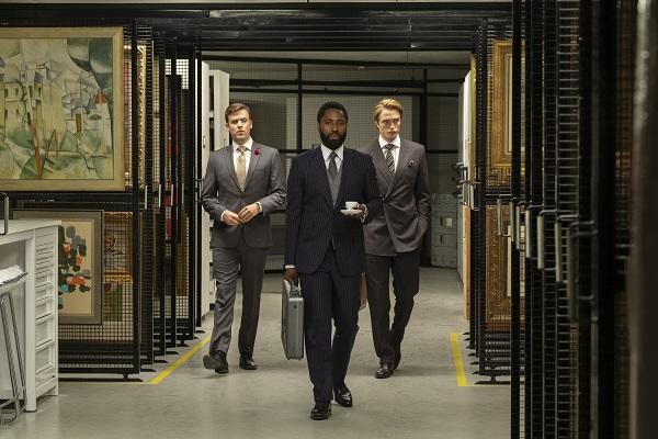 TENET med Robert Pattinson og John David Washington. Læs anmeldelsen på Filmpuls.dk
